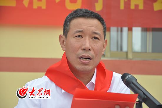 """齐鲁银行泰安宁阳支行行长顾俊在致辞中说,""""能够为孩子们阅读书籍"""
