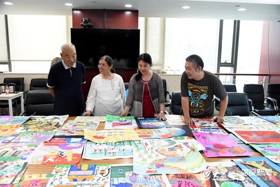 齐鲁银行第六届少儿书画大赛评审开始 五千幅作品创新高